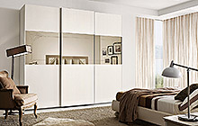 LACQUERED ASH FINISH FR01 OFF-WHITE . MIRRORED DOOR  FENICE WARDROBE WITH 3 SLIDING DOORS W/HIGH MIRROR